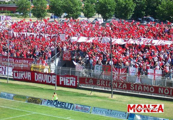 I tifosi del Calcio Monza a sostegno dell'Ospedale San Gerardo